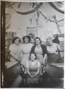 Mavis Cowling and Fellow Mill Workers